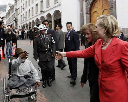 Clinton greets handicapped begger upon arrival in Quito