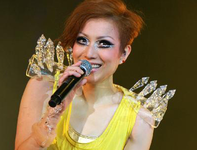Sammi Cheng heats up stage with dazzling styles in Shanghai