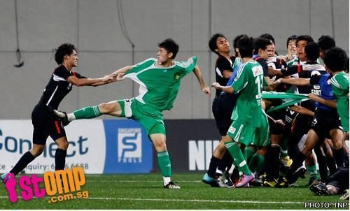 Mass fight erupts in S. League field - People's Daily Online