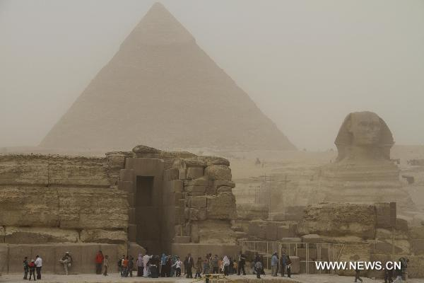 Sandstorm and rain kill two in Egypt