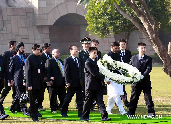 Chinese Premier Wen lays wreath at tomb of Mahatma Gandhi
