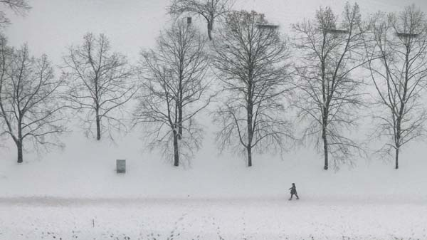 Blizzard paralyzes German traffic