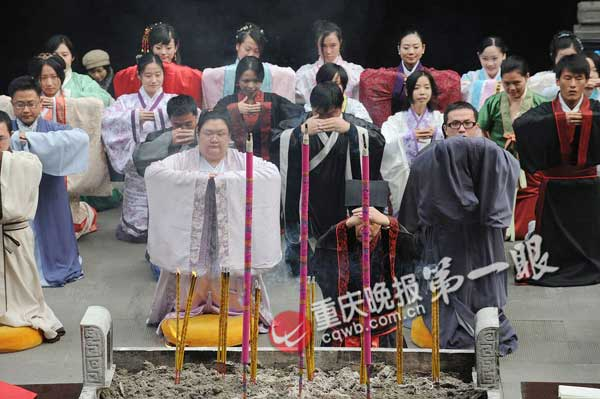 Traditional Han costumes worn for Winter Solstice in Chongqing