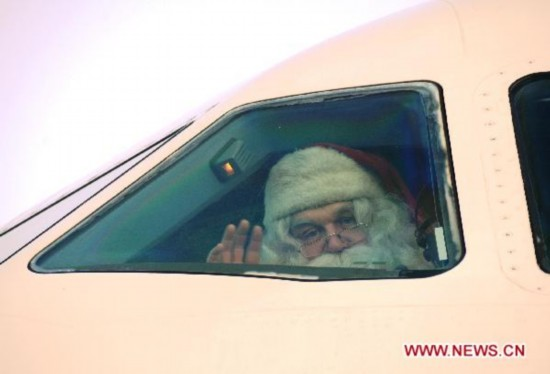 Santa Claus boards plane in Finland to send greetings