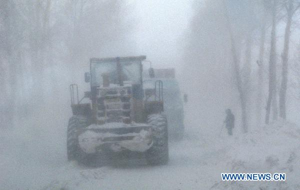 Heavy snow attacks NE, NW China