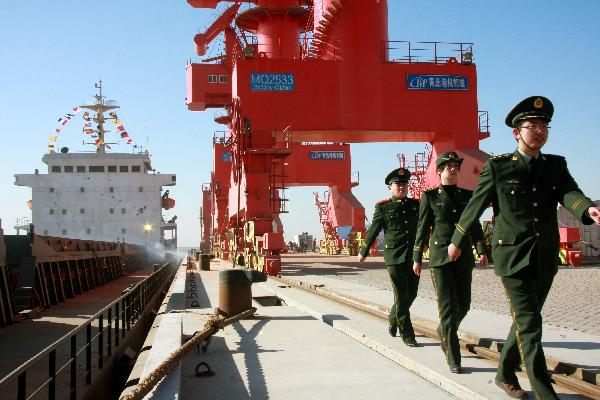 Weifang port in E China receives its first 10,000-ton-class cargo ship