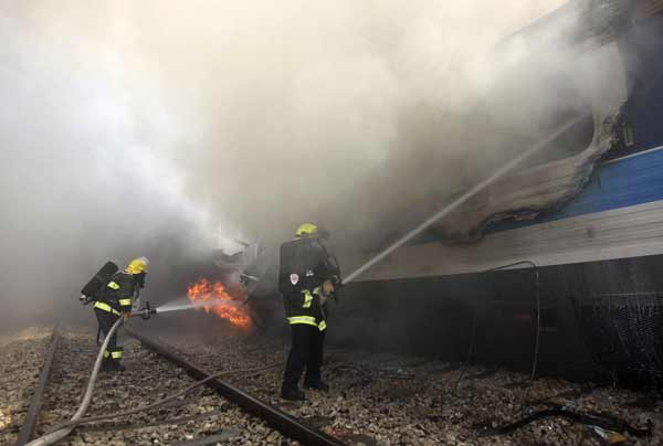 Fire on train injures dozens: report