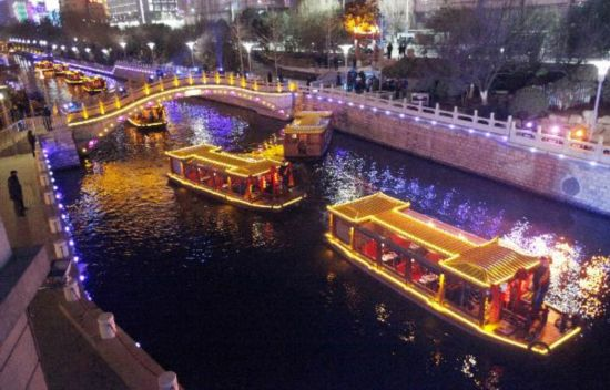 Moat in E. China's Jinan opens to navigation