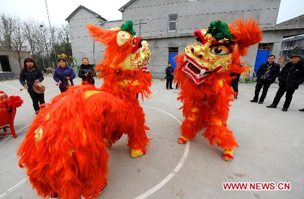 Villigers in E China's Zhejiang busy preparing for upcoming Spring Festival