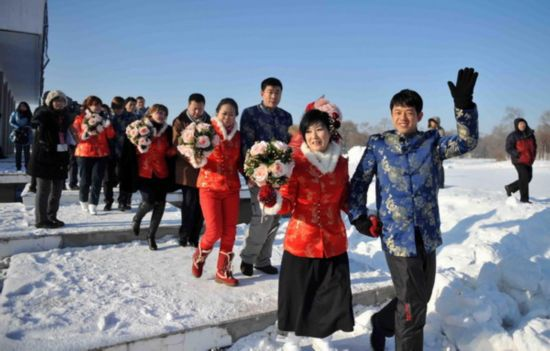Warm hearts amid the ice at sub-zero wedding