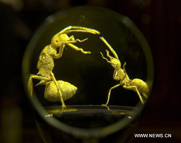 Gold sculpture exhibition kicks off in HK