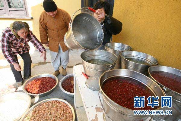 Chinese greet traditional Laba Festival