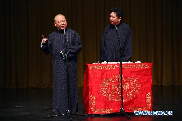Hainan audience enjoys feast of cross talks by Guo Degang