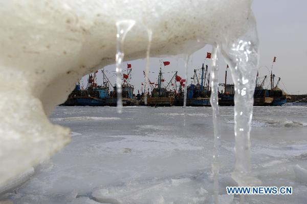 Iced sea forces offshore activities to halt in E. China