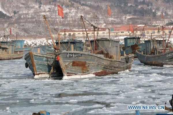 Offshore activities halts due to thick sea ice in E. China