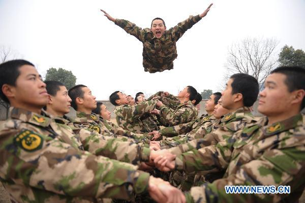 Armed police holds team building exercise in E. China