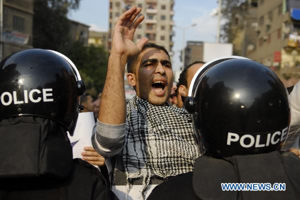 Egyptian protesters demonstrate against Mubarak in Cairo