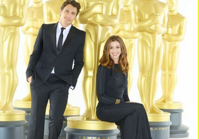Franco, Hathaway pose for Oscars