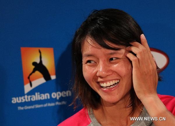 Li Na attends press conference after defeating Wozniacki