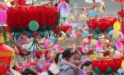 Kids enjoy lantern fun at Confucius Temple