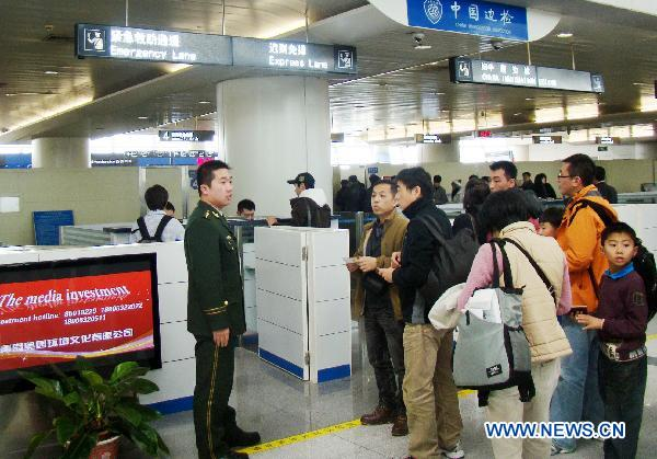 Unjured HK Tourists leave Qingdao after road accident