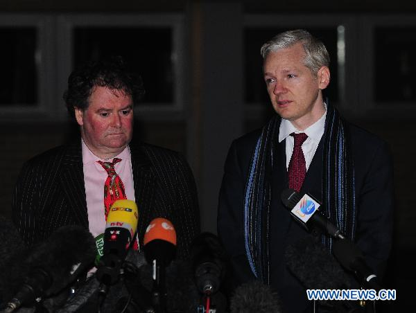 Wikileaks founder addresses the press with lawyer after hearing