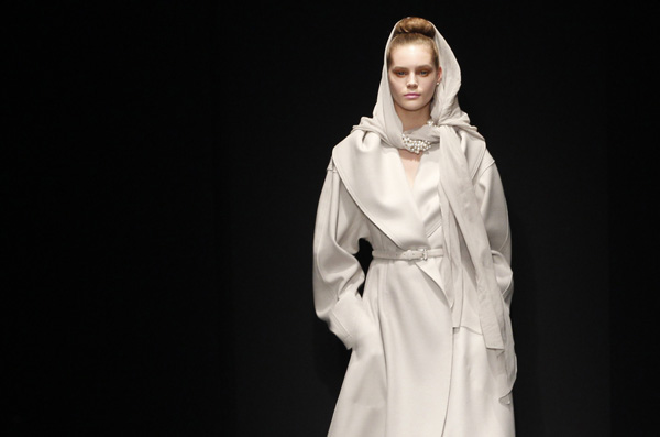 Elegant ladies grace Donna Karan show at New York Fashion Week