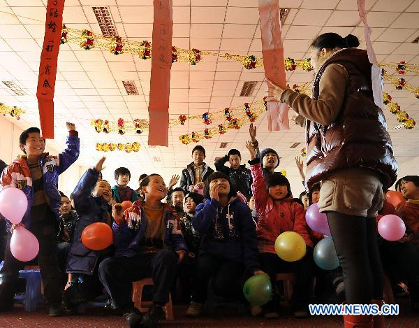 Orphans celebrate Lantern Festival with teachers in NE China