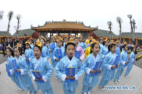 Memorial ceremony held at Confucius Temple to mark new semester
