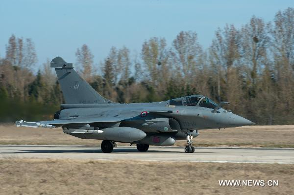 French Air Force ready for mission to overfly Libya