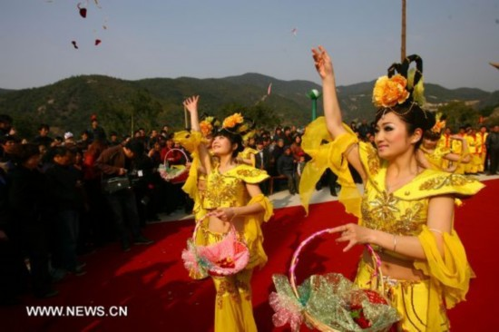 Flower-worshiping festival celebrated in E China