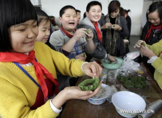 Traditional green rice cake prepared for Qingming Festival