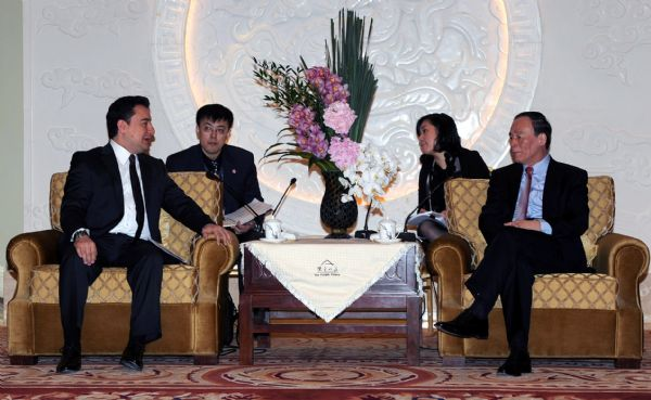 Chinese vice premier meets U.S., British treasury officials