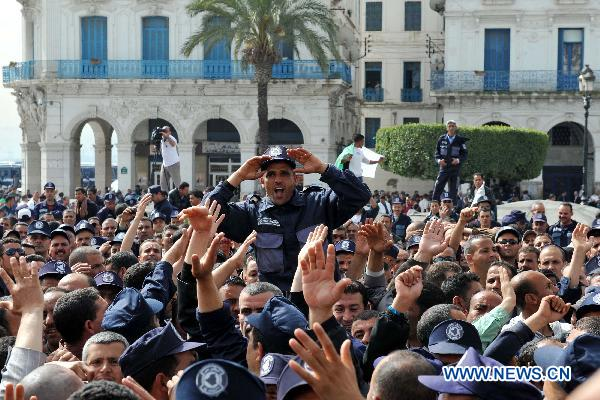Municipal guards back to protest in Algiers