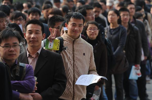 Public servant exam draws 100,000 candidates