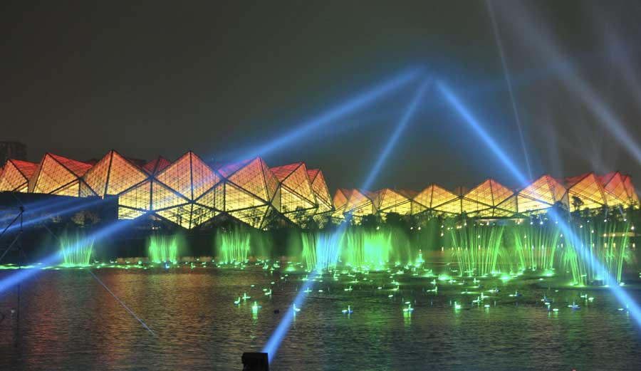 Musical fountain dazzles at Shenzhen Universiade Sports Center