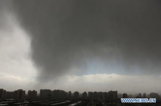 Strong winds hit Beijing with floating dust, sand storm