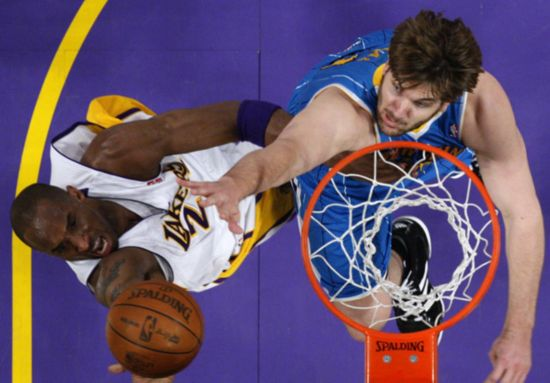 NBA: New Orleans Hornets sting LA Lakers 109-100
