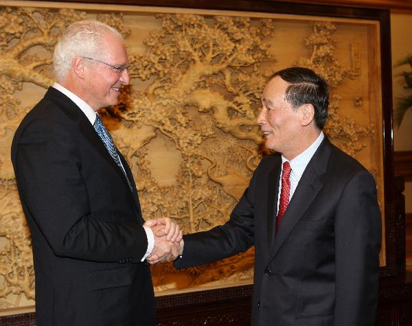 Chinese Vice Premier meets Honorary Chairman of Canada-China Business Council in Beijing