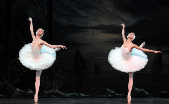 Dancers of St. Petersburg Ballet Theater perform Swan Lake in China's Taipei