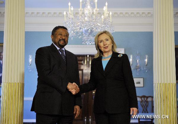 Clinton seeks AU help on Libya