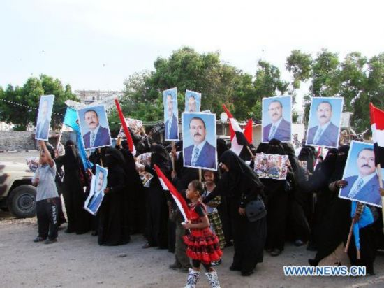 Pro-gov't female protesters rally to support Saleh