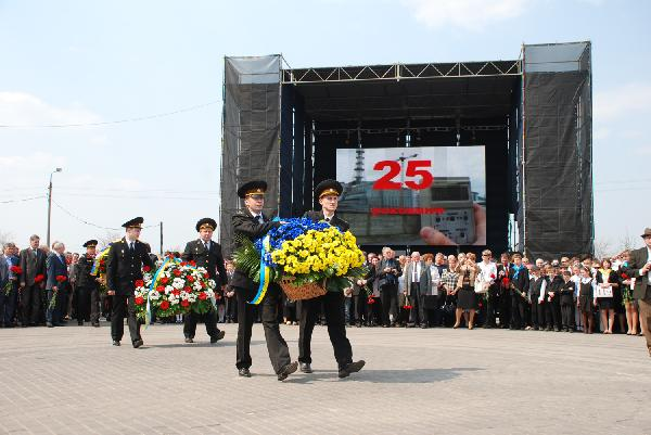 Ukrainian, Russian presidents pay tribute to Chernobyl accident workers