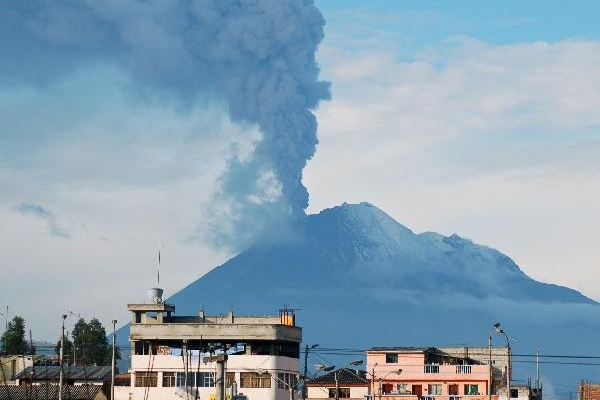 Ecuador issues alert after volcano spews ashes