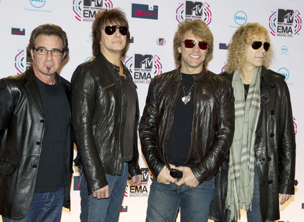 Bon Jovi to tour while guitarist in rehab