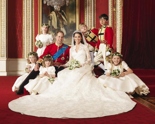 New official photos of British royal family released