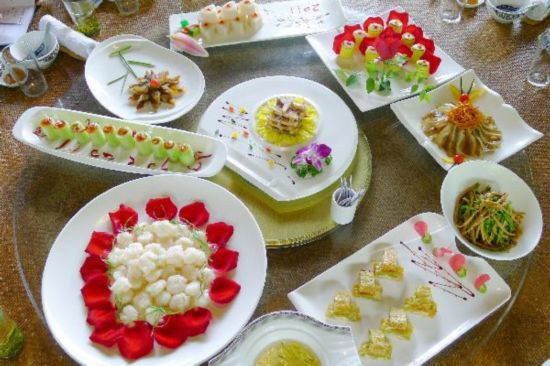 Dishes cooked with flowers in China's Hangzhou