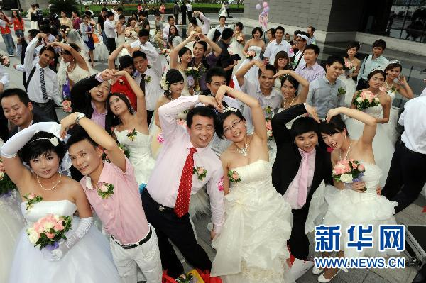 Alibaba holds group wedding for 327 pairs of new couples