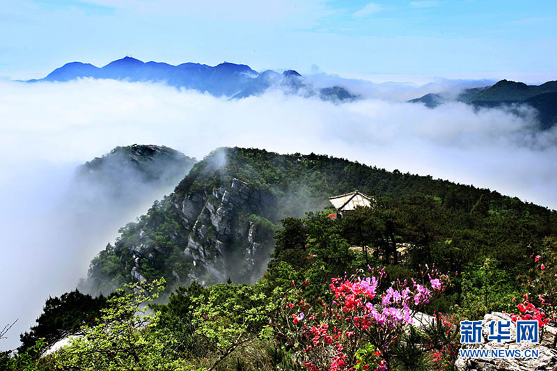 Sea of clouds adorns Lushan Mountain
