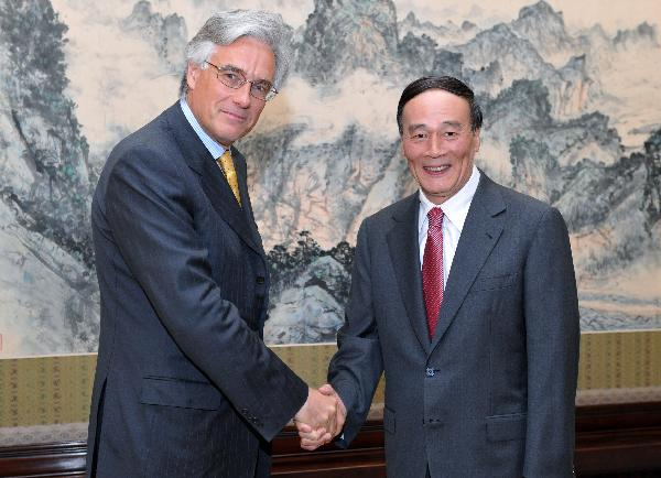 Chinese vice premier meets UK financial regulator